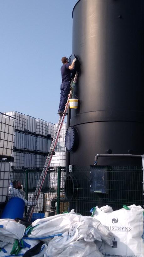 Maintenance gas scrubbers